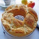 Treccia di pane di semola alle mele