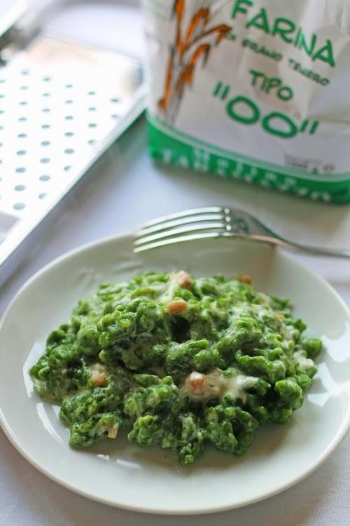 Spatzle agli spinaci senza uova con panna e pancetta