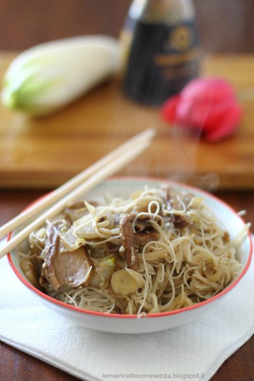 Vermicelli di riso con germogli di soia