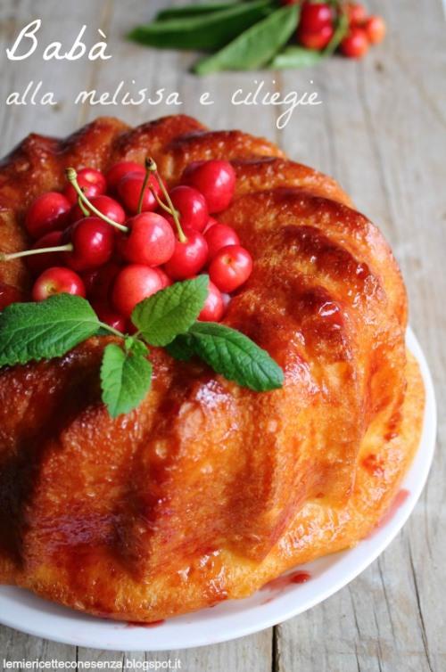 Babà analcolico con bagna alla melissa, crema chantilly e ciliegie fresche