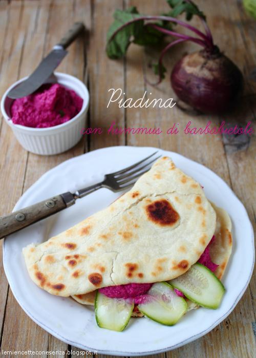 Piadina con hummus di barbabietole rosse, zucchine crude marinate e bresaola