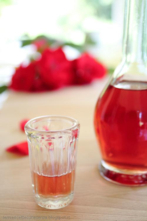 liquore alle rose