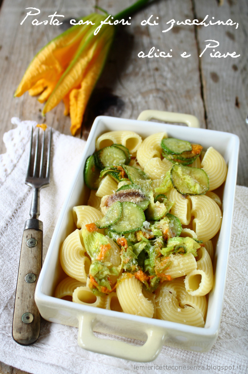 Pasta con fiori di zucchina, alici e Piave