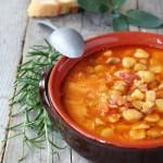 Zuppa di cicerchie alle erbe aromatiche e verdure dell'orto