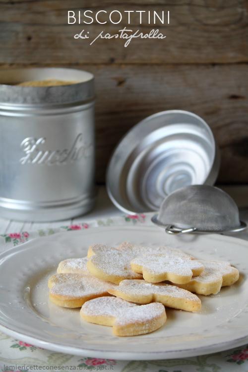 Biscottini di pastafrolla e zucchero a velo