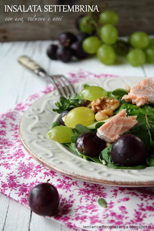 Insalata settembrina con uva, salmone al timo e noci