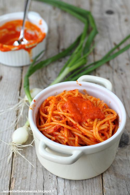 Spaghetti con cipollotti e salsa di peperoncini