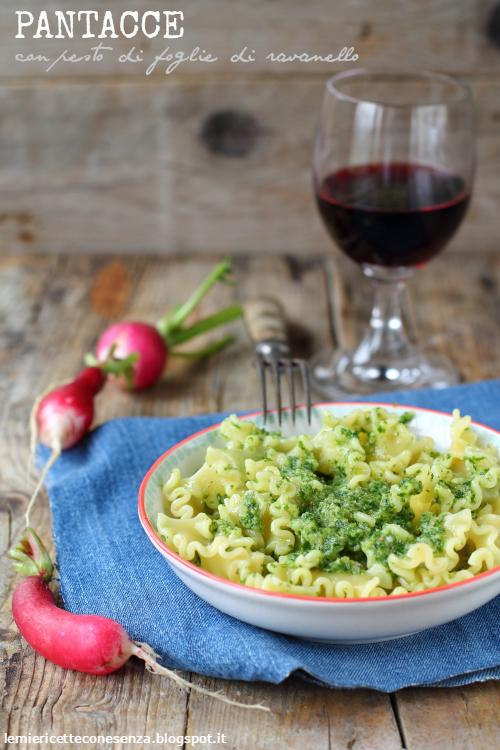 Pantacce con pesto di foglie di ravanello e noci… per non buttare via niente