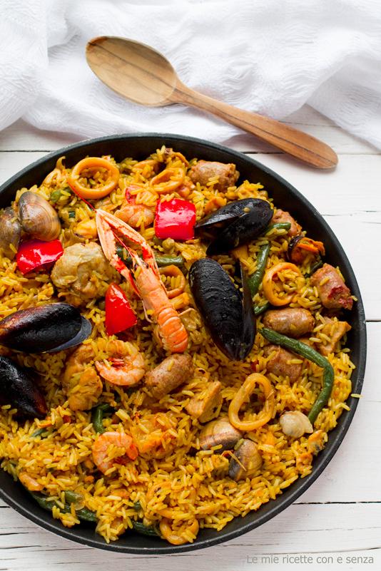 arroz mixto con carne y mariscos