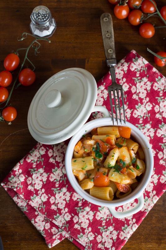 Pasta con sughetto di pomodorini e asparagi bianchi