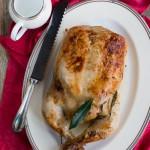 Pollo ripieno di funghi, salsiccia e castagne con gravy all'uva bianca e contorno di cavolo cappuccio al miele di castagno