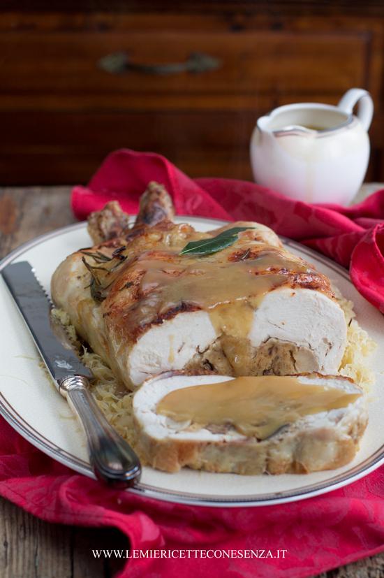 pollo-ripieno-di-salsiccia-e-funghi