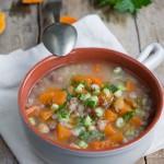 Zuppa di farro, legumi, sedano e zucca