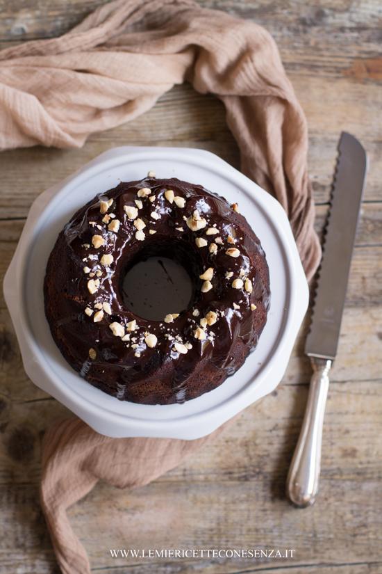 Torta al cioccolato all'olio extravergine con farina di farro e latte di nocciole
