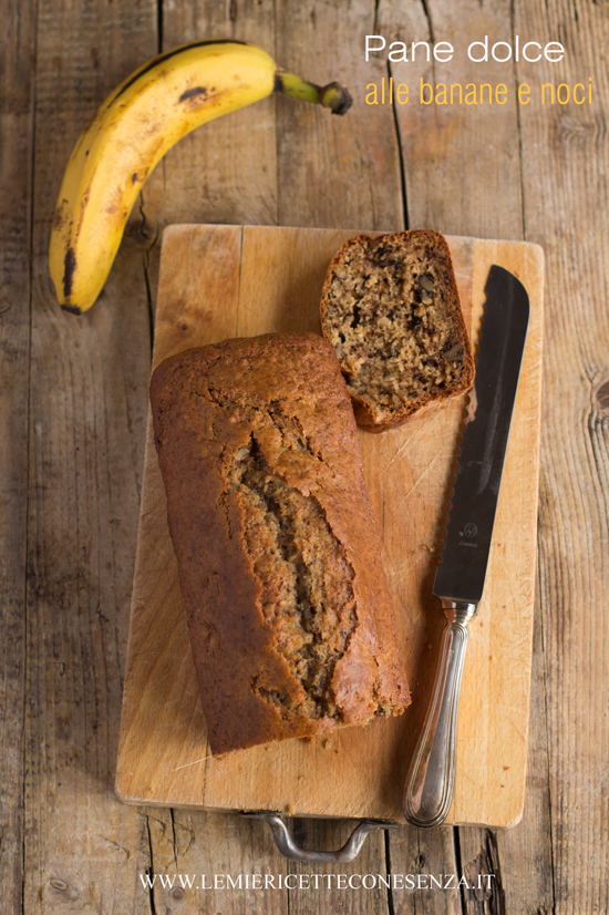 Pane dolce alle banane e noci