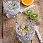 Chia pudding alla vaniglia con frutta fresca