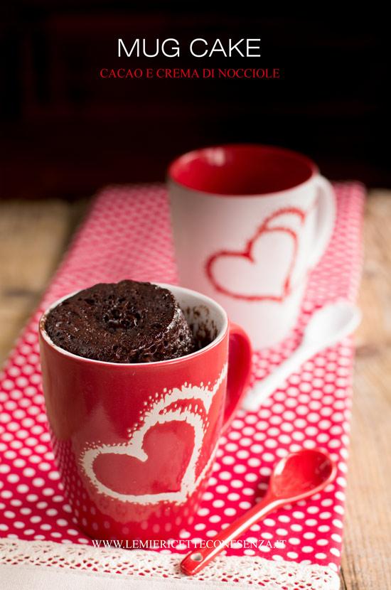 Mug cake al cacao e crema di nocciole al microonde