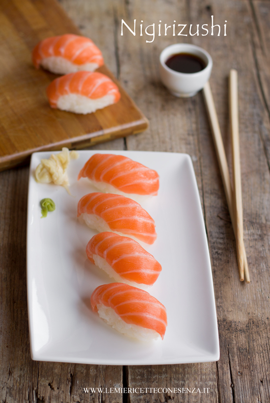 Nigiri sushi al salmone homemade