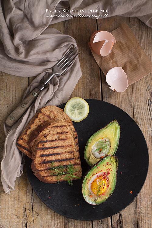 baked-eggs-in-avocado 2