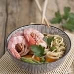 Zuppa di miso con gamberi e asparagi