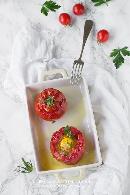 Pomodori al forno con uova