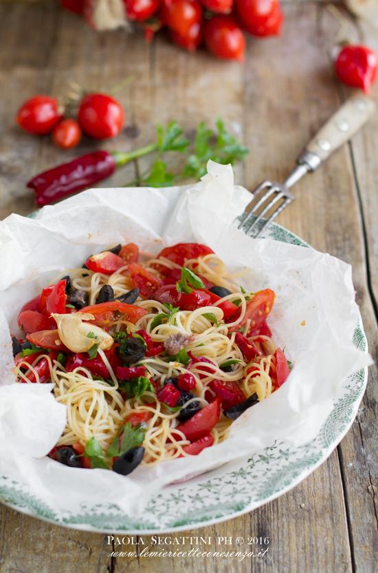 spaghetti-al-cartoccio-con-pomodorini-pinnolo