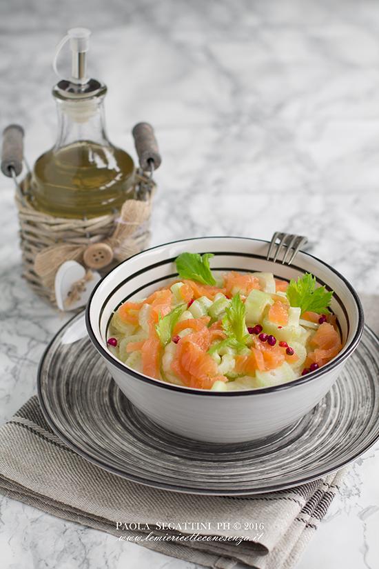 Insalata di finocchi e salmone con aceto aromatizzato al miele