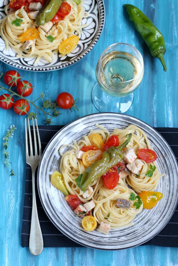Linguine con sugo di pesce spada, pomodorini e friggitelli