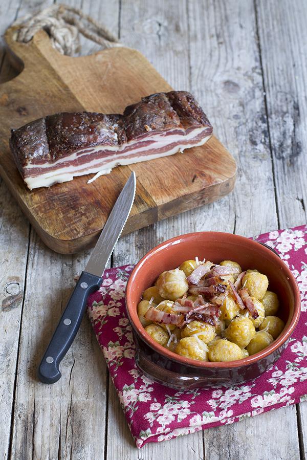 gnocchetti di zucca e patate con farina integrale e speck