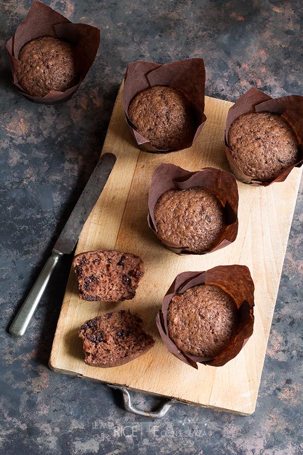 Ricetta dei muffin con gocce di cioccolato senza burro