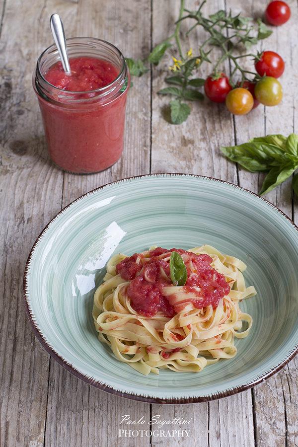Sugo di pomodori e pomodorini a crudo