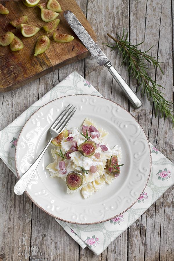 Pasta ricotta, pancetta e fichi