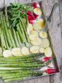 Asparagi al forno con ravanelli e patate