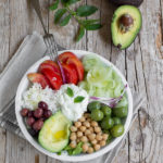 Ricetta buddha bowl con avocado e tzatziki